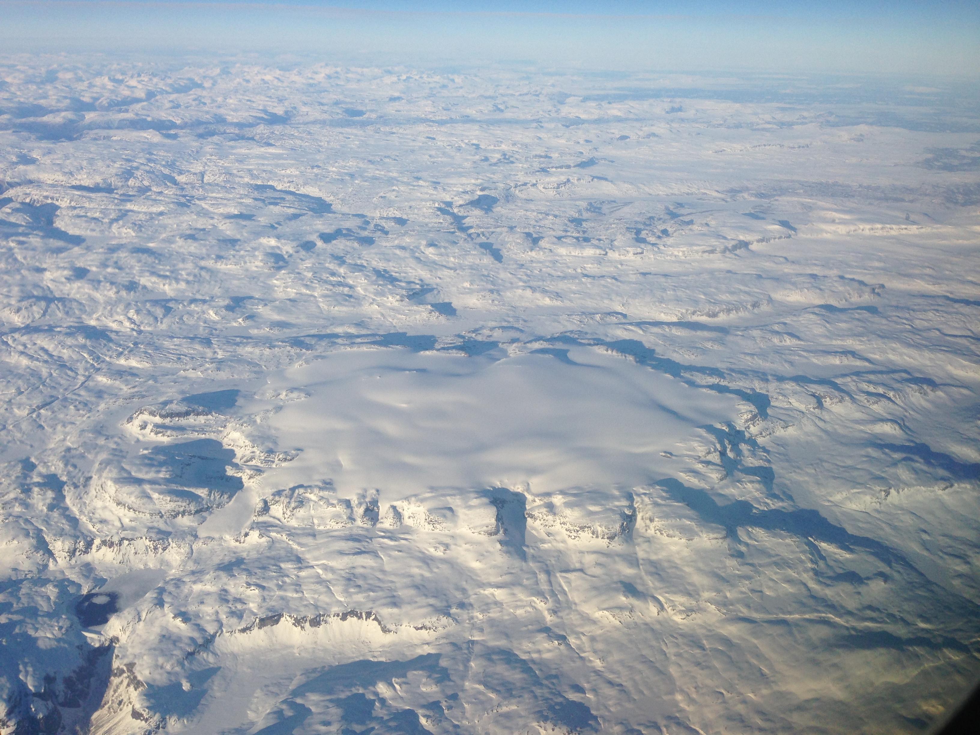 Hardangerjøkulen er et imponerende syn sett fra luften. Her sett fra sør.