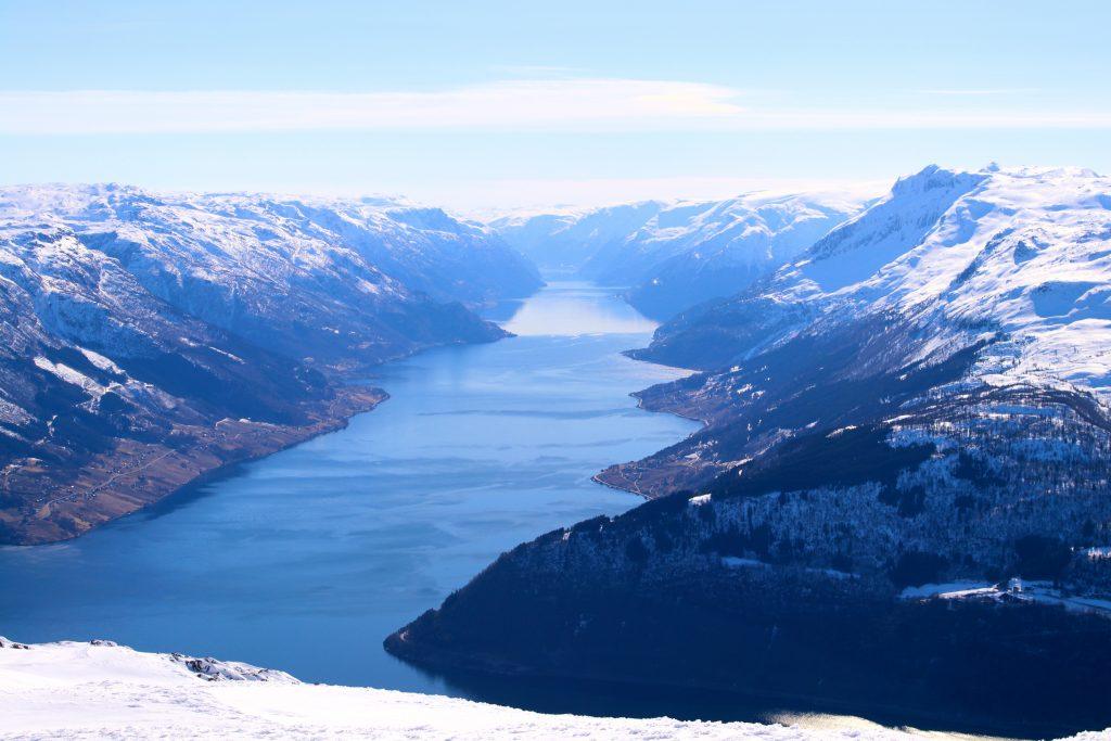 Utsikten er særlig flott inn i Sørfjorden fra toppen av Oksen.