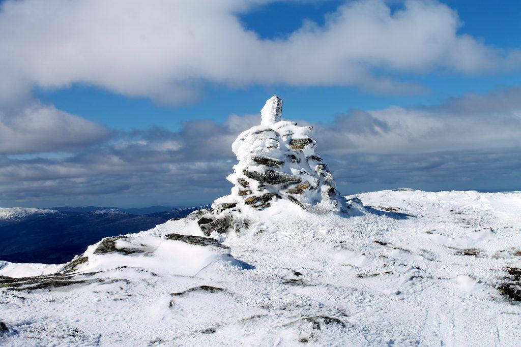 Toppvarden på Byrkjefjellet (1.046 moh).