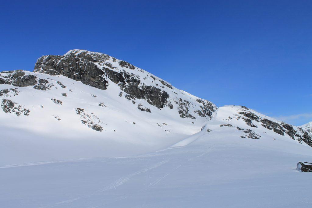 Iendafjellet sett fra toppen av Byrkjefjellet.