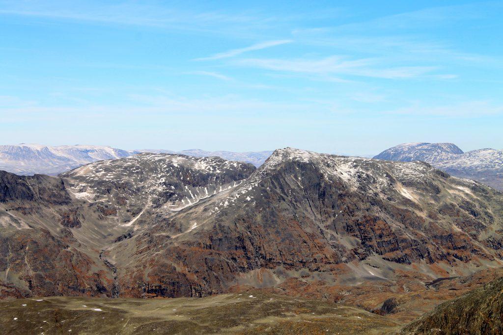 Fannaråken og Steindalsnosi sett fra Dyrhaugstindane.
