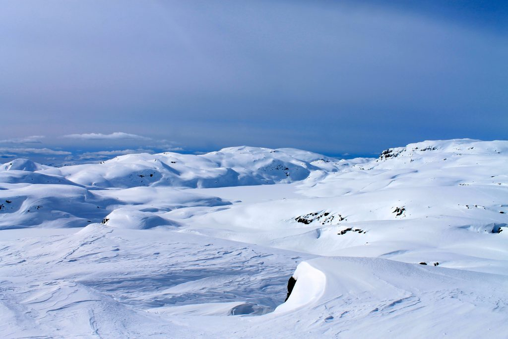 Myklavann, Fuglafjell og Fotasperrnuten sett fra Torefjell i Hardanger.