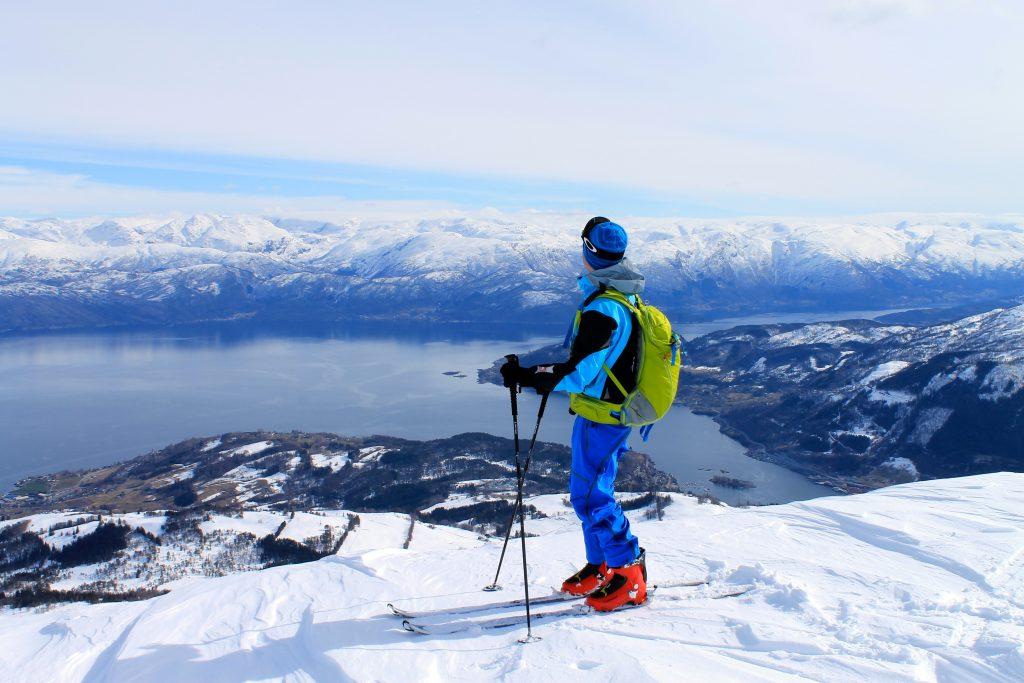 Torefjell er en enkel skitopp med fin utsikt mot Folgefonna og Hardangerfjorden.