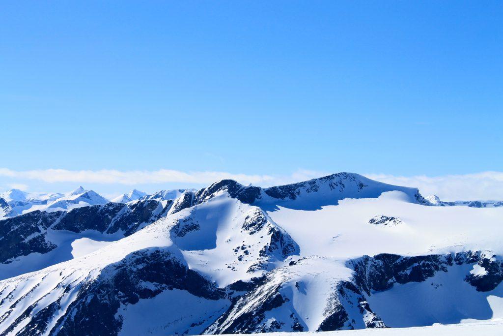 Surtningssue (2.368 moh) sett fra toppen av Besshøe.