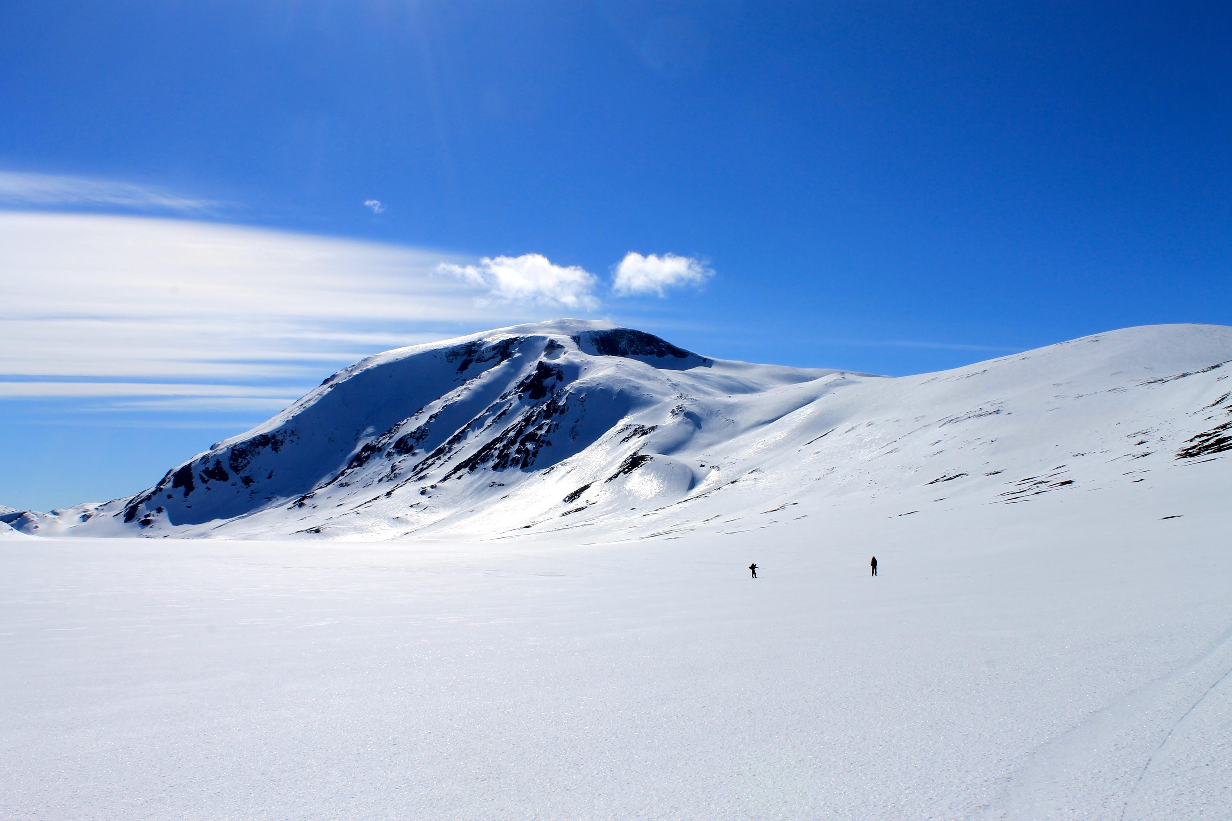 Besshøe (2.258 moh) er den dominerende kjempen ved Gjende og en kjempe flott skitopp.