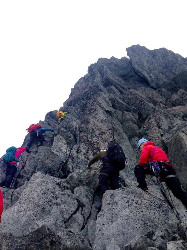 2 taulengder klatring mot toppen av Skeie.