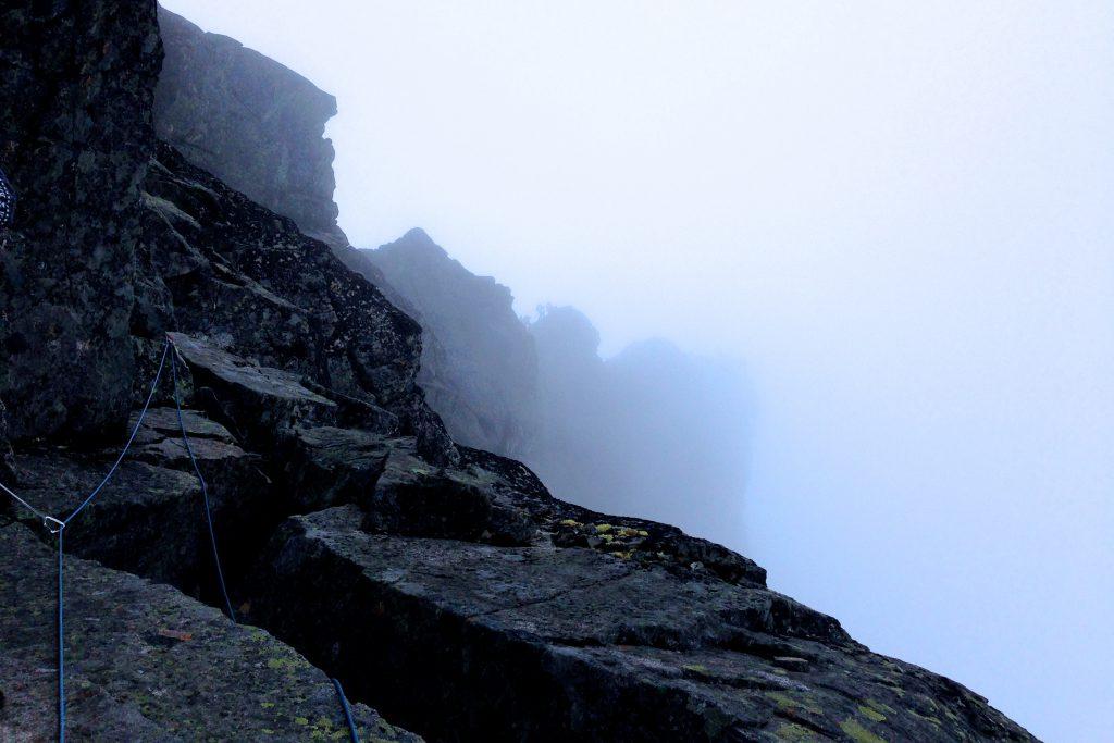 På vei over fjellryggen Skeie blant Smørstabbtindan.