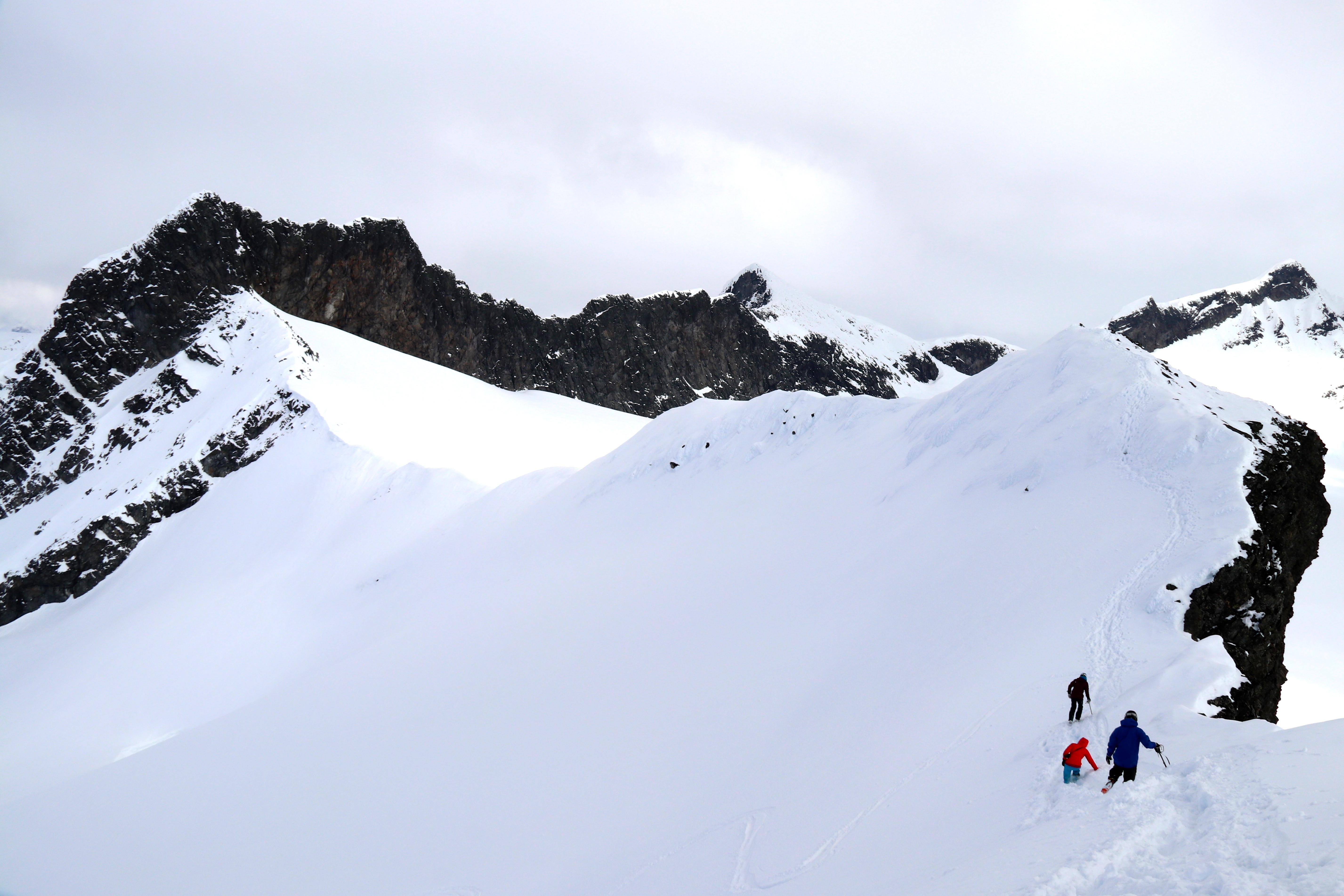 På vei over Kalven mot fjellryggen Skeie.