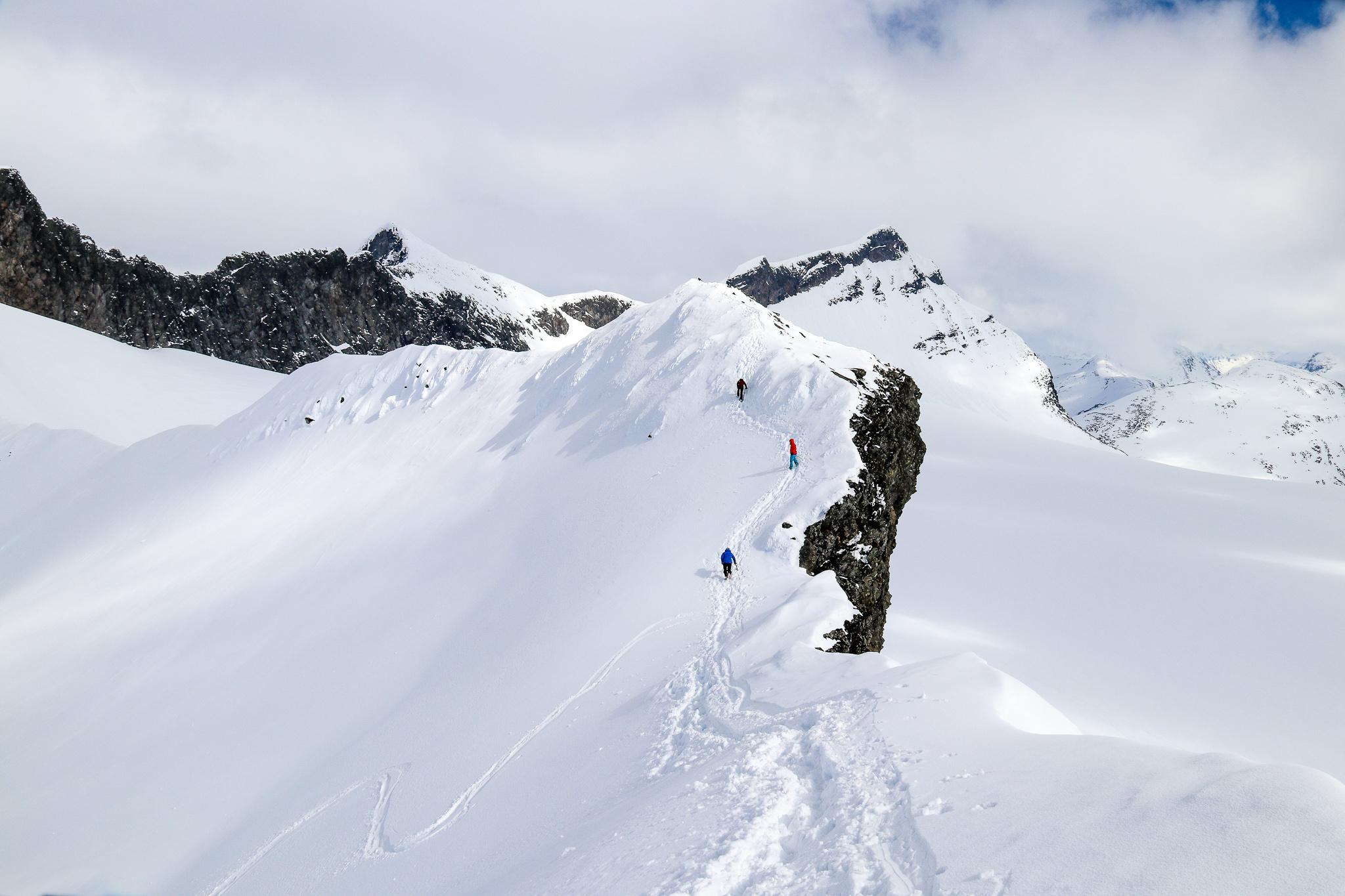 Rangling langs ryggen til Kalven i Smørstabbtindmassivet.