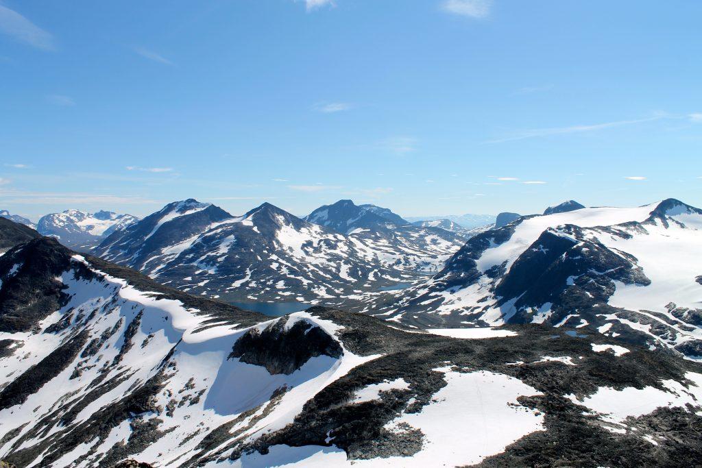 Utsikt fra Kyrkja mot Rauddalsbandet, Mjølkedalstinden - retning Olavsbu.