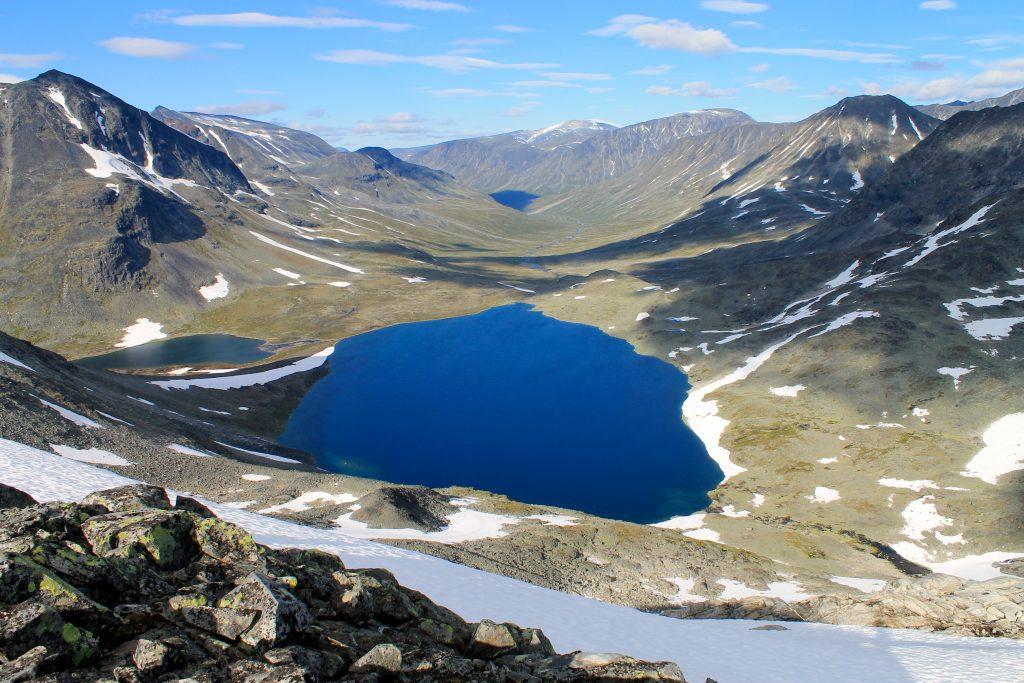 Vakre Visdalen i retning Spiterstulen. Kyrkjetjønne midt i bildet.