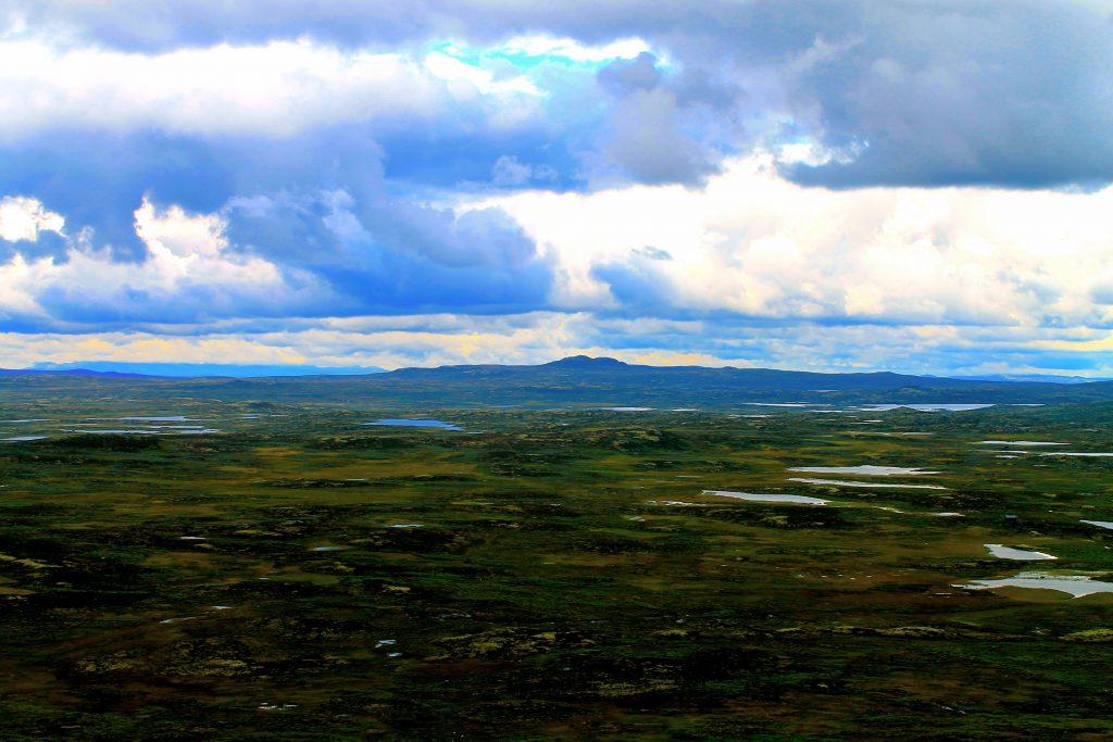 Den østlige delen av Hardangervidda har virkelig langstrakt viddelandskap. Her er utsikt mot Ustetind.