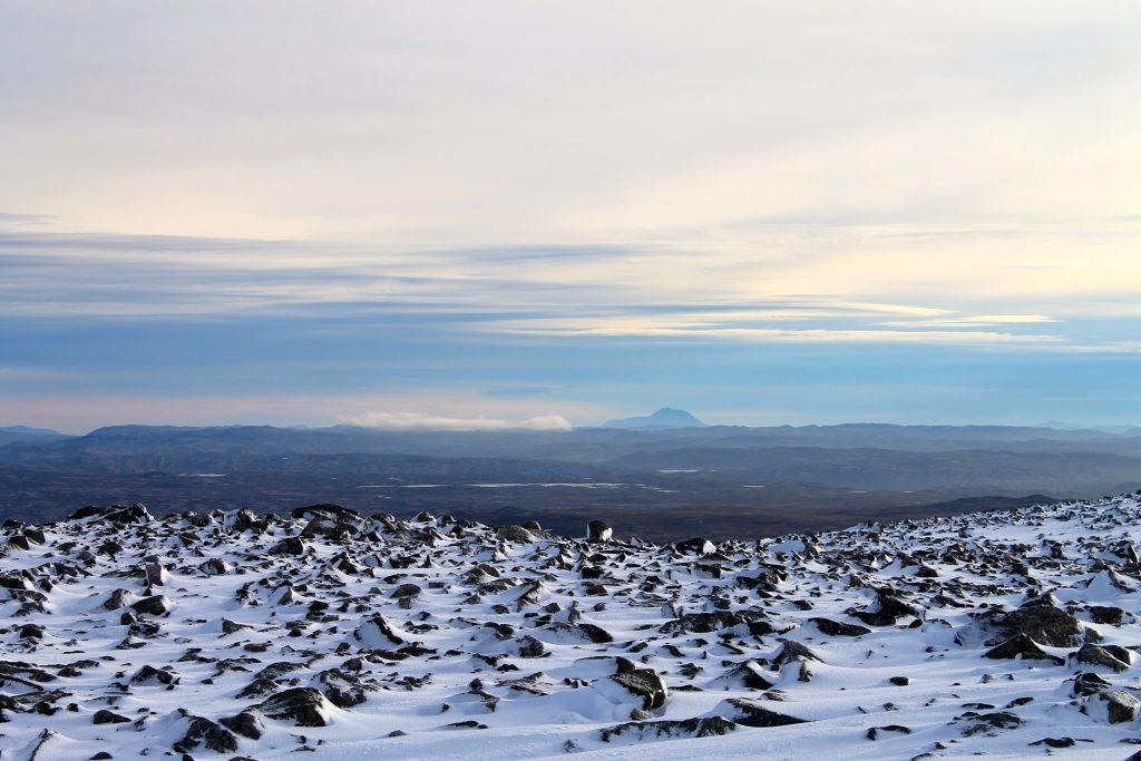 Fra Hallingskarvet er det fin utsikt over Hardangervidda og på klarværsdager ser en tydelig Gautatoppen (1.883 moh).