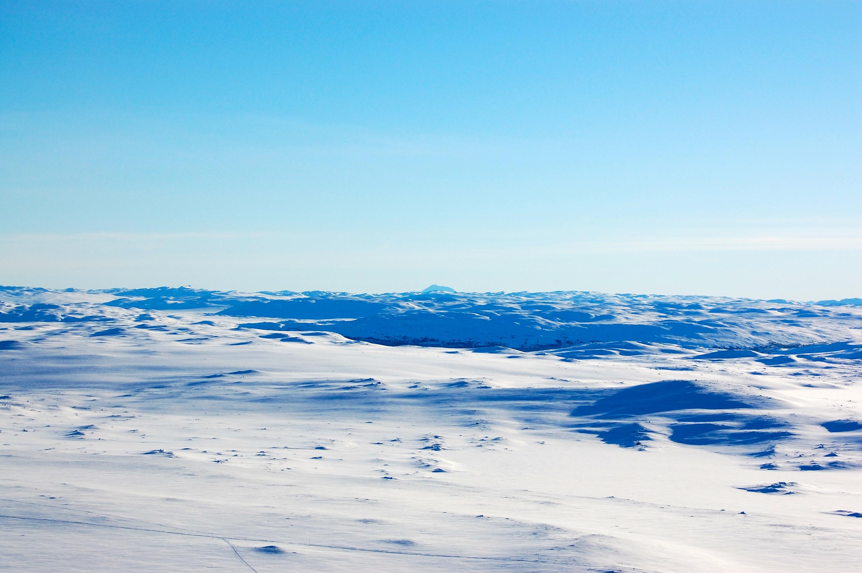 Gaustatoppen (1.883 moh) markerer slutten på Hardangervidda i sør.