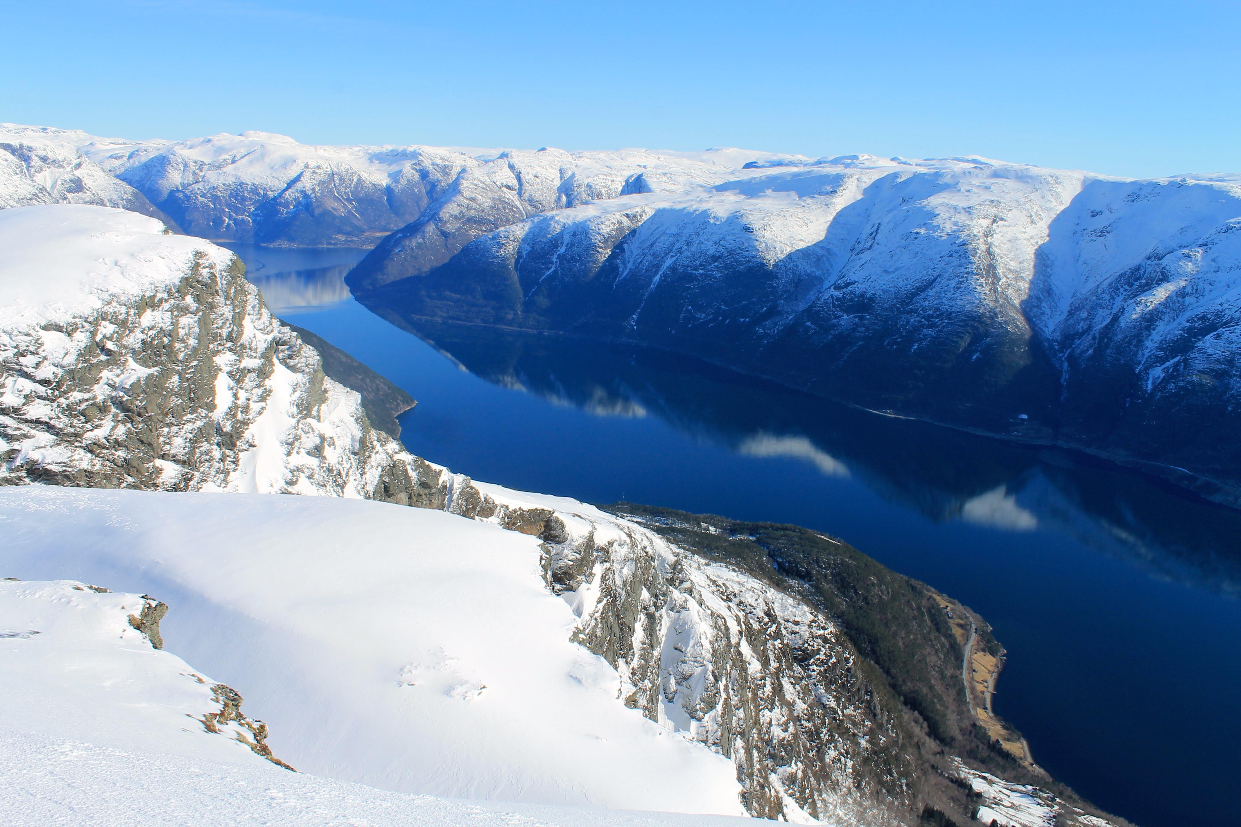 Eidfjord sett fra Midtfjell i Hardanger.