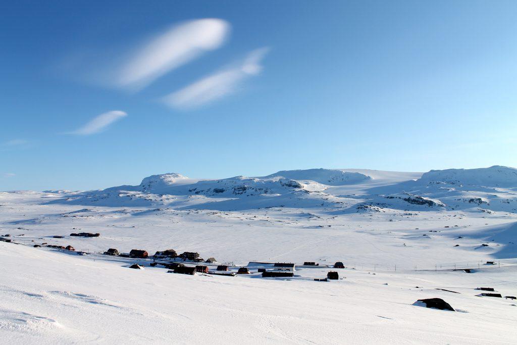 Finse markerer skillet mellom Skarvheimen og Hardangervidda.