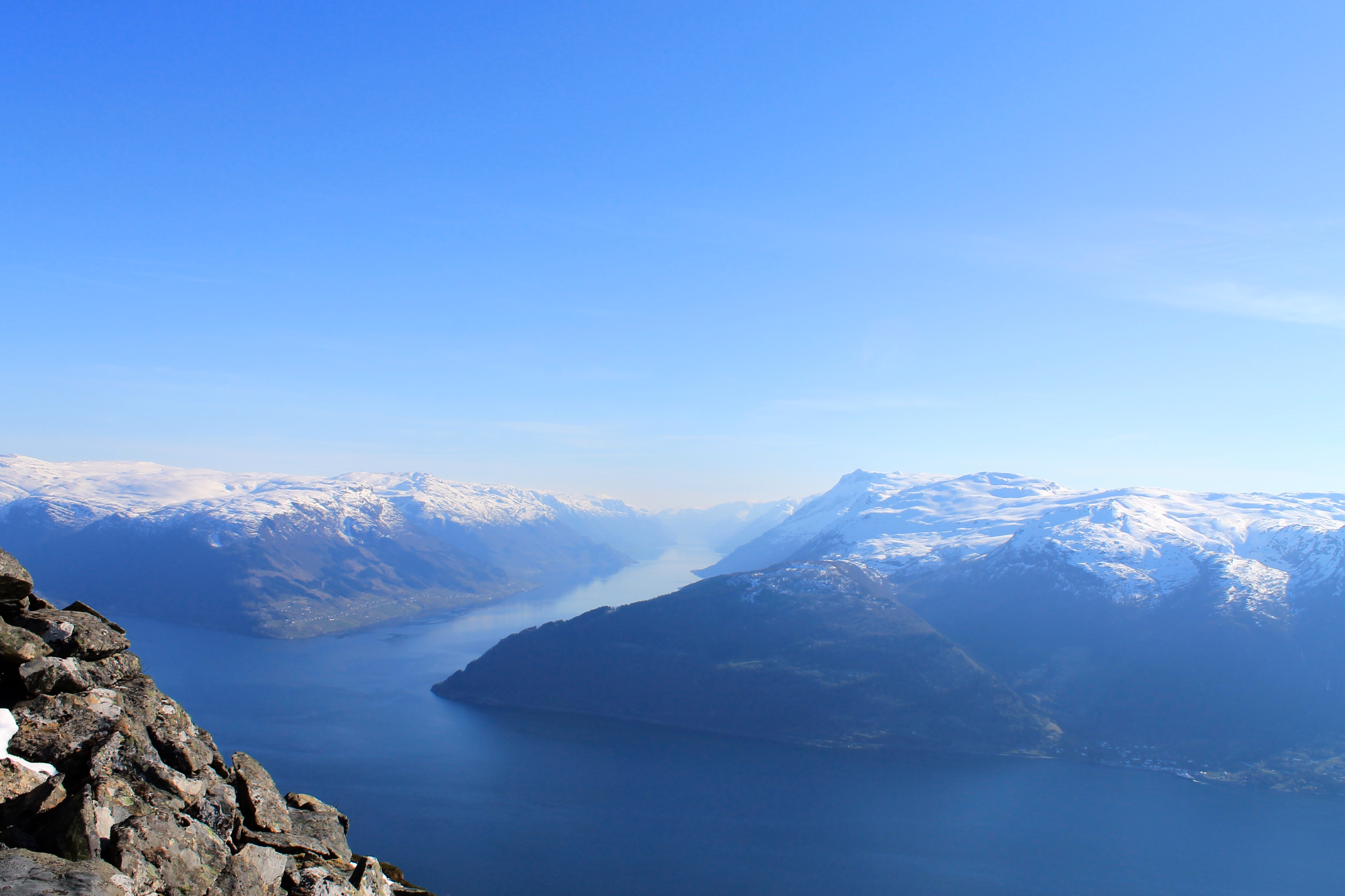 Utsikt fra Oksen i Hardanger mot Sørfjorden.