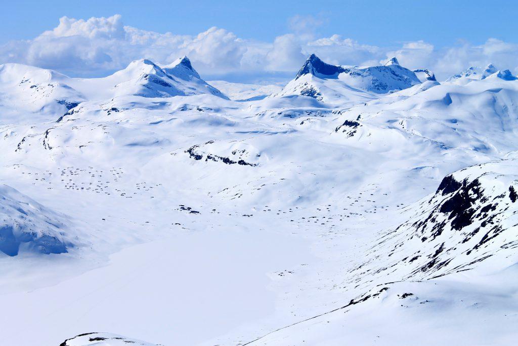 Utsikt fra Galdeberget mot Eidsbugarden og Falketind.