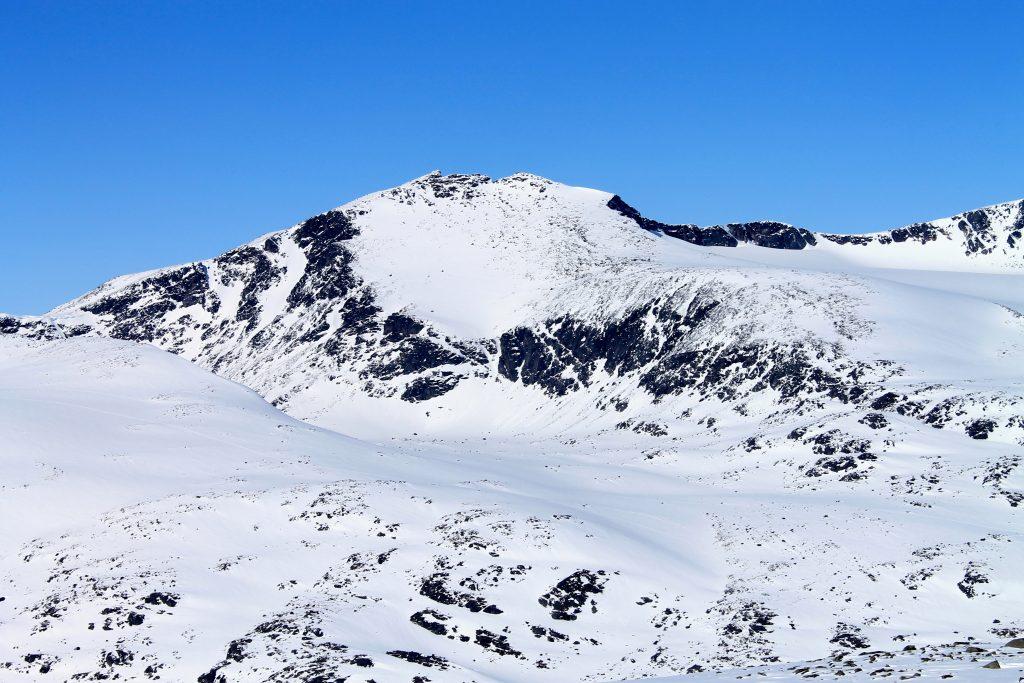 Tjønnholstinde (2.331 moh) er en annen flott topptur sett fra Rasletinden.