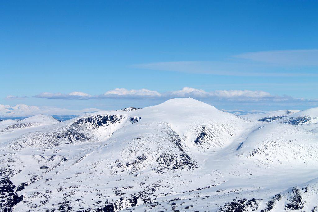 Glittertind (2.460 moh) er landets nest høyeste fjell og en fin skitopp.