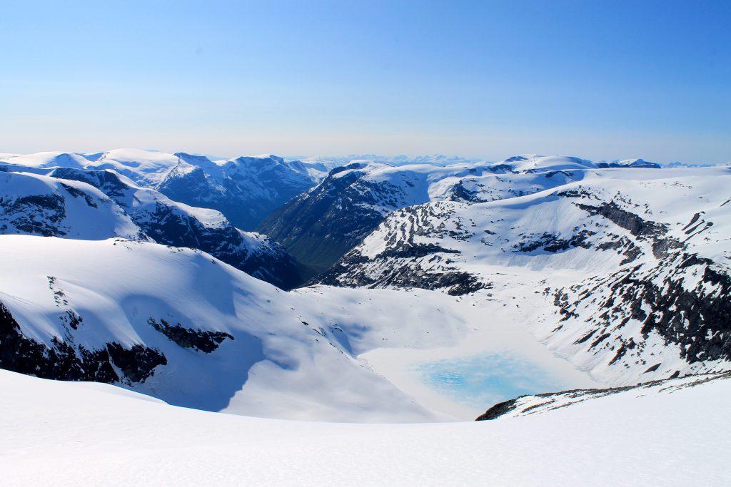 Utsikt mot Kåpevatnet og Bødalen.