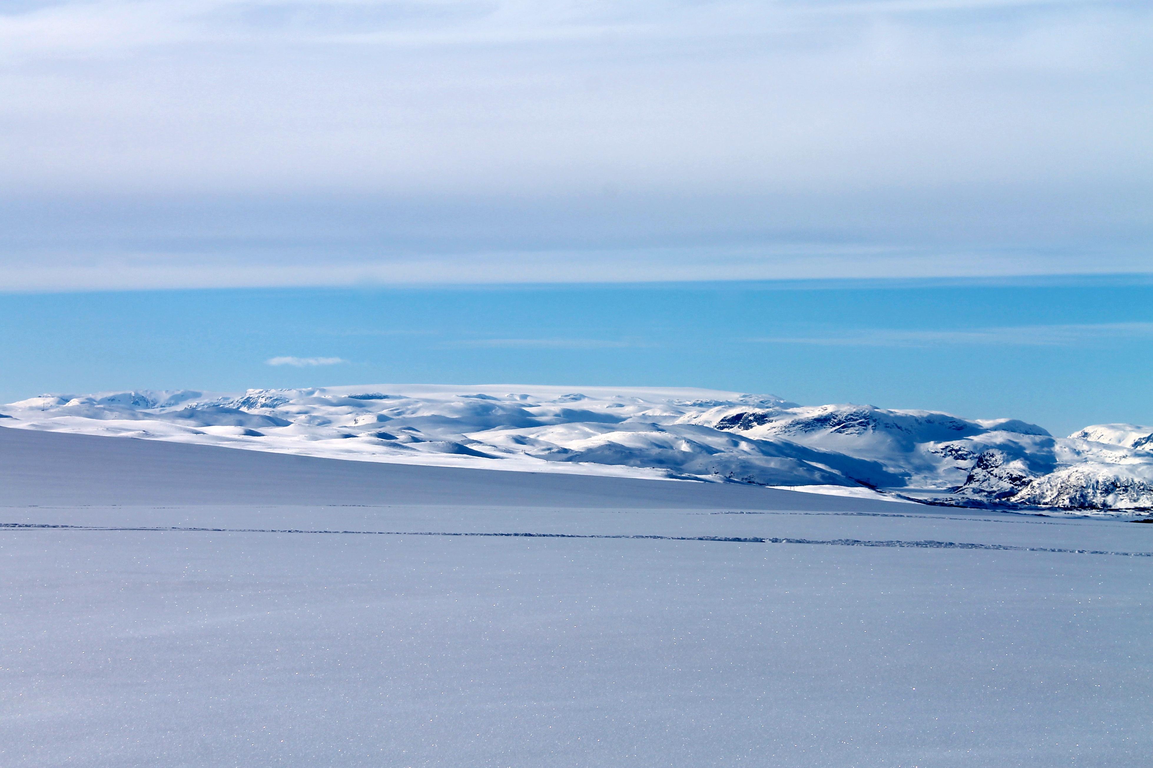 Hardangerjøkulen sees i fint var på vei til Tuva.