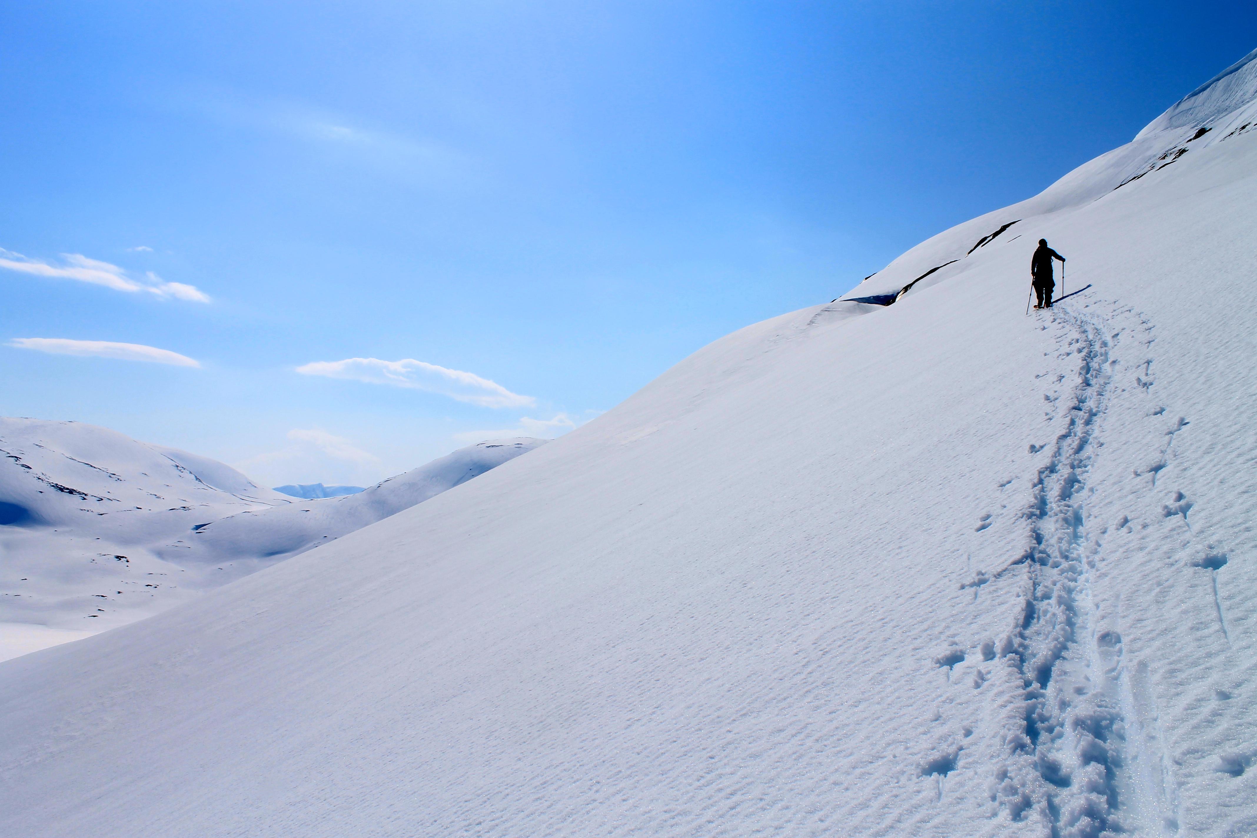 På vei opp til Oppljosegga på Strynefjellet.
