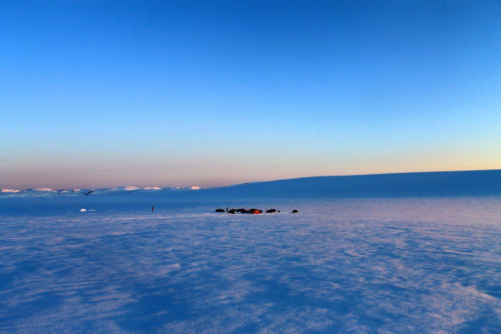 Camp ved foten av Brenibba på Jostedalsbreen.