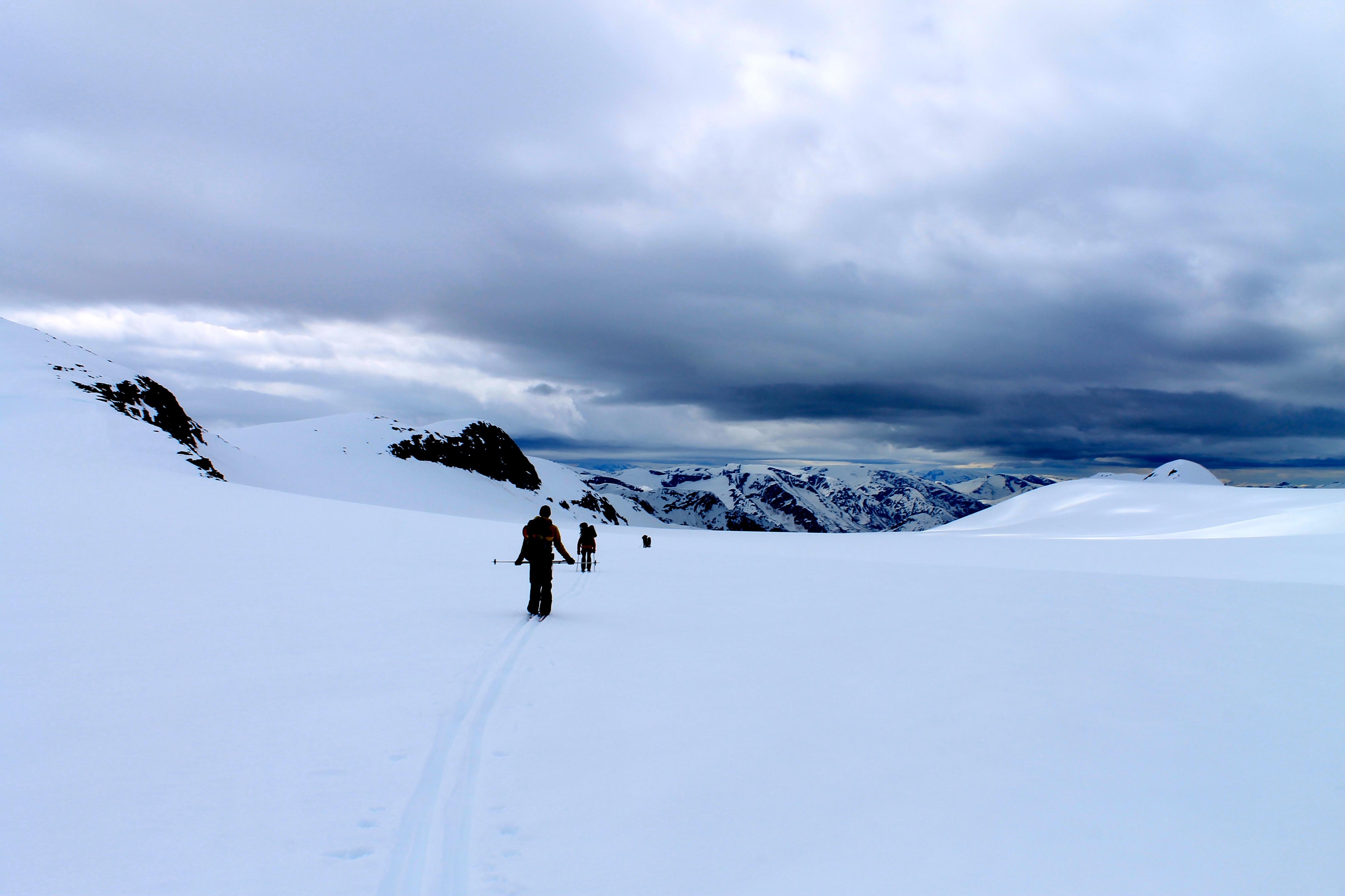På ski nedover Supphellebreen.