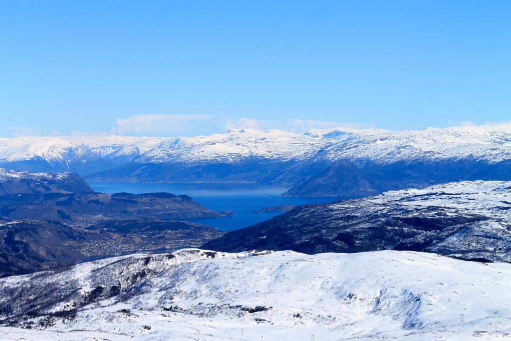 Utsikt over Hardanger fra Høganova på Kvamskogen.