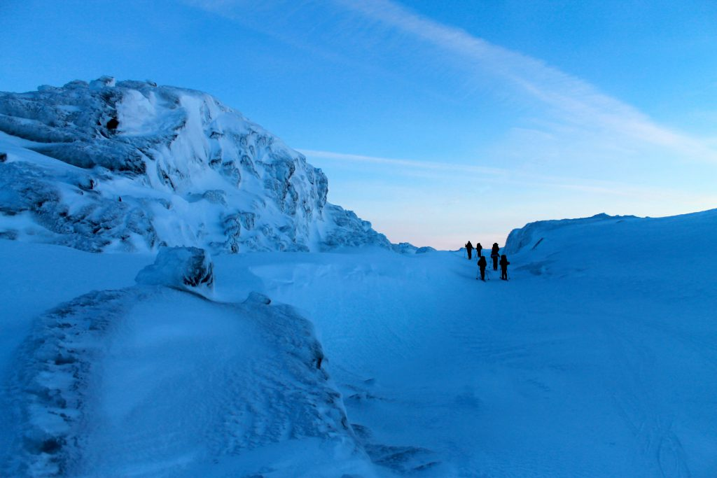 Magisk stemning en tidlig vintermorgen over Kaldavassnuten mot Myrdal.