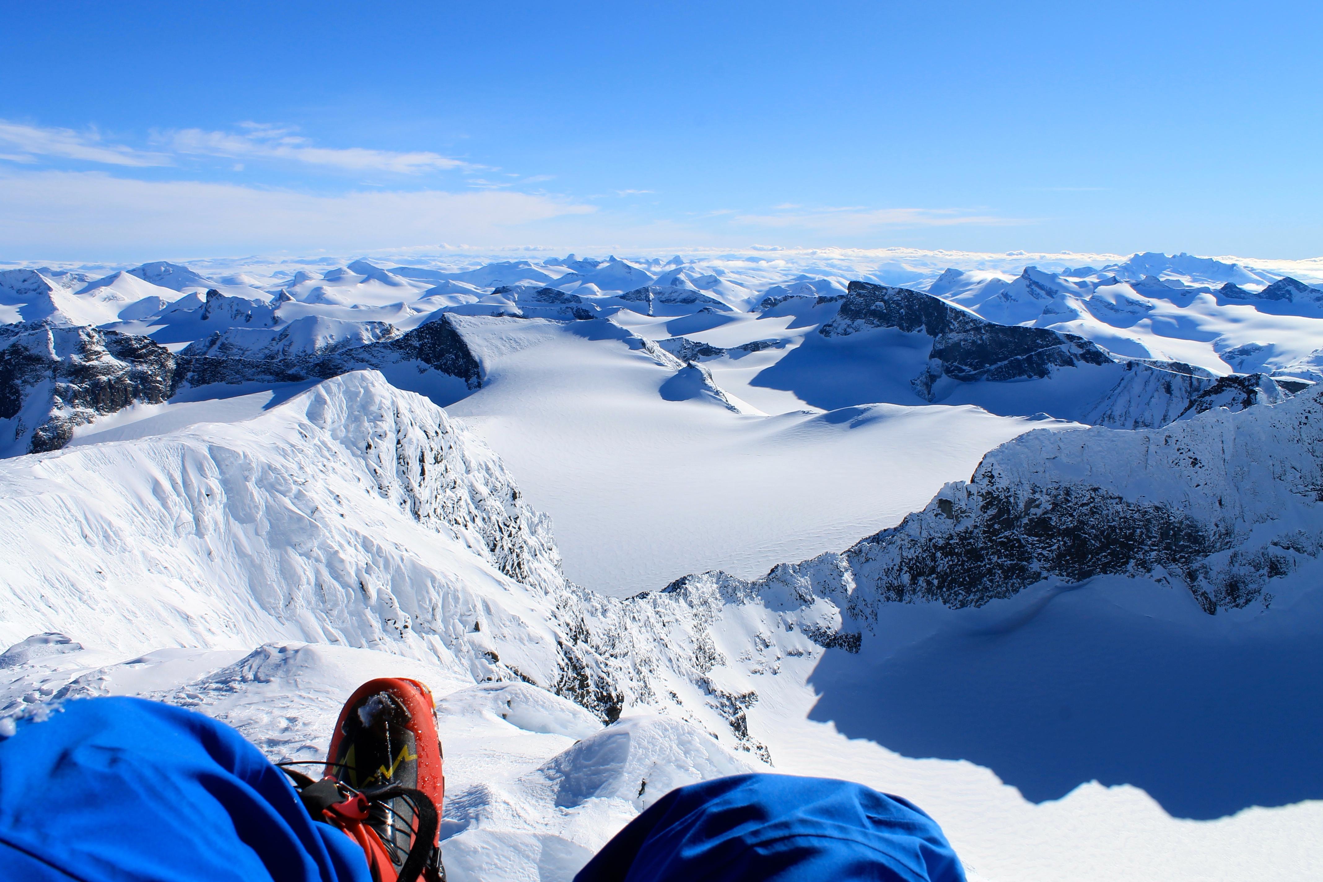 Utsikten fra Galdhøpiggen må nytes.