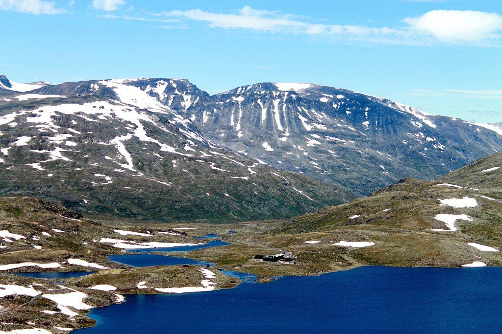 Leirvassbu i Jotunheimen er et flott utgangspunkt for fantastiske toppturer både sommer og vinter.