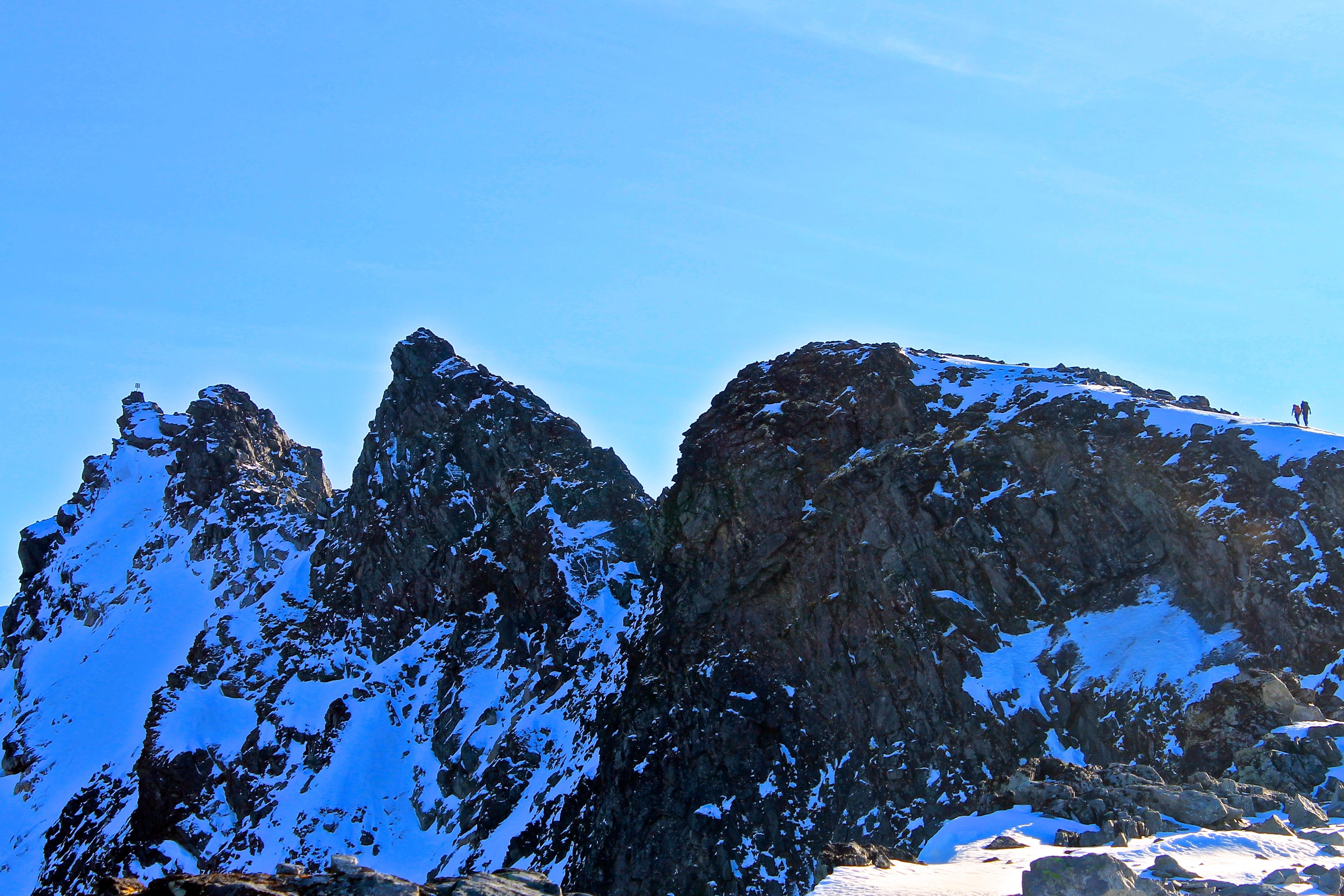 Dyrhaugstindtraversen med Store Dyrhaugstind (2.150 moh) til venstre i bildet.