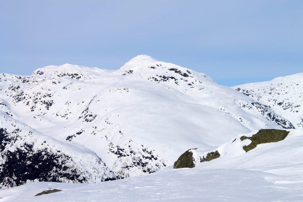 Skrott er et kjent topptur og skifjell i Hardanger.