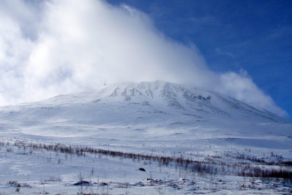 Gaustatoppen (1.883 moh) er et synlig landemerke fra store deler av Hardangervidda.