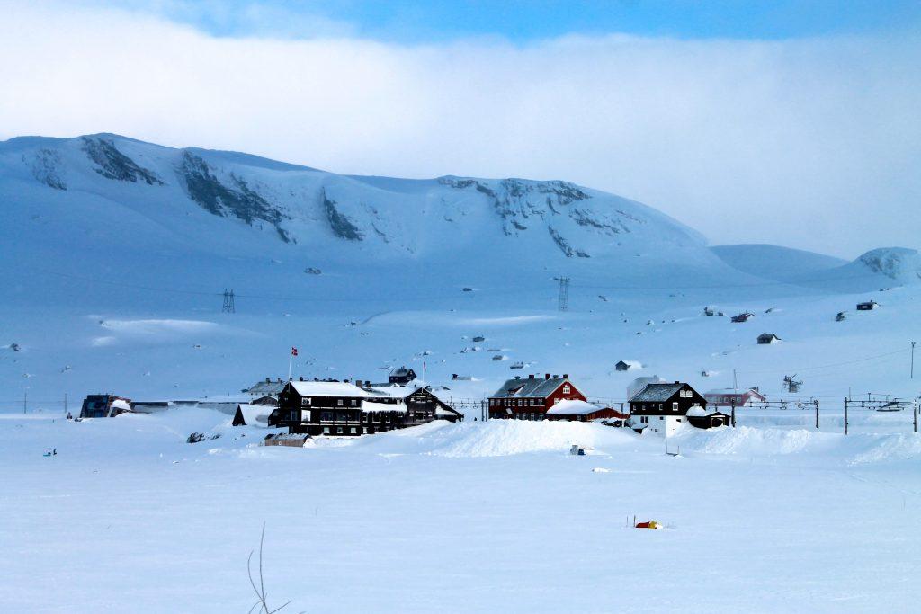 Turen over Hardangerjøkulen starter på Finse.