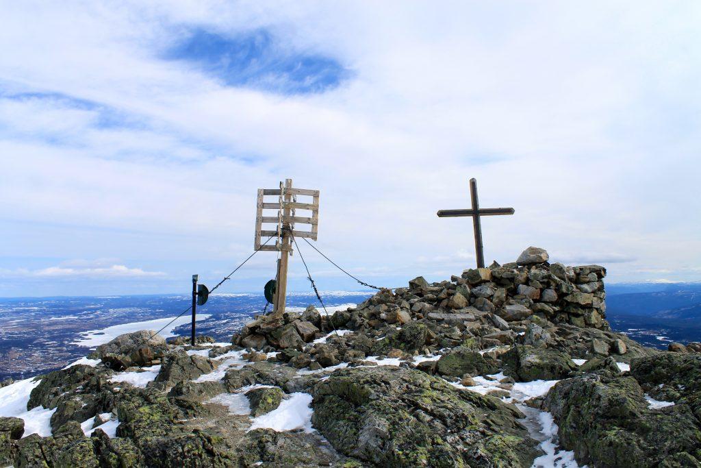 Toppen av Skogshorn (1.728 moh) er en populær skitopp med vidt utsyn.