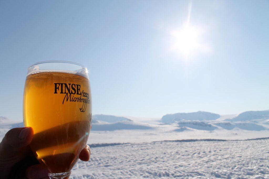 Finsehytta har sitt eget mikrobryggeri hvor de brygger flere typer øl som kan nytes i solveggen.