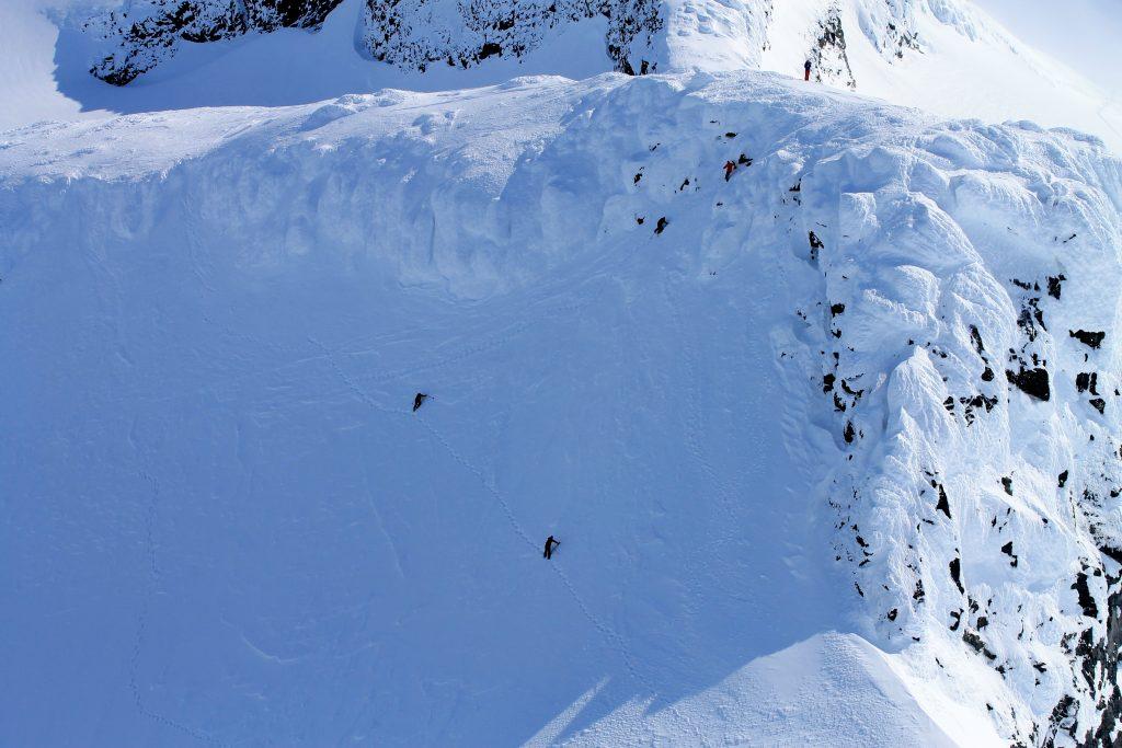 Etter å ha vært vært på toppen av Kniven er veien bort til Sauen (2.077 moh) kort.