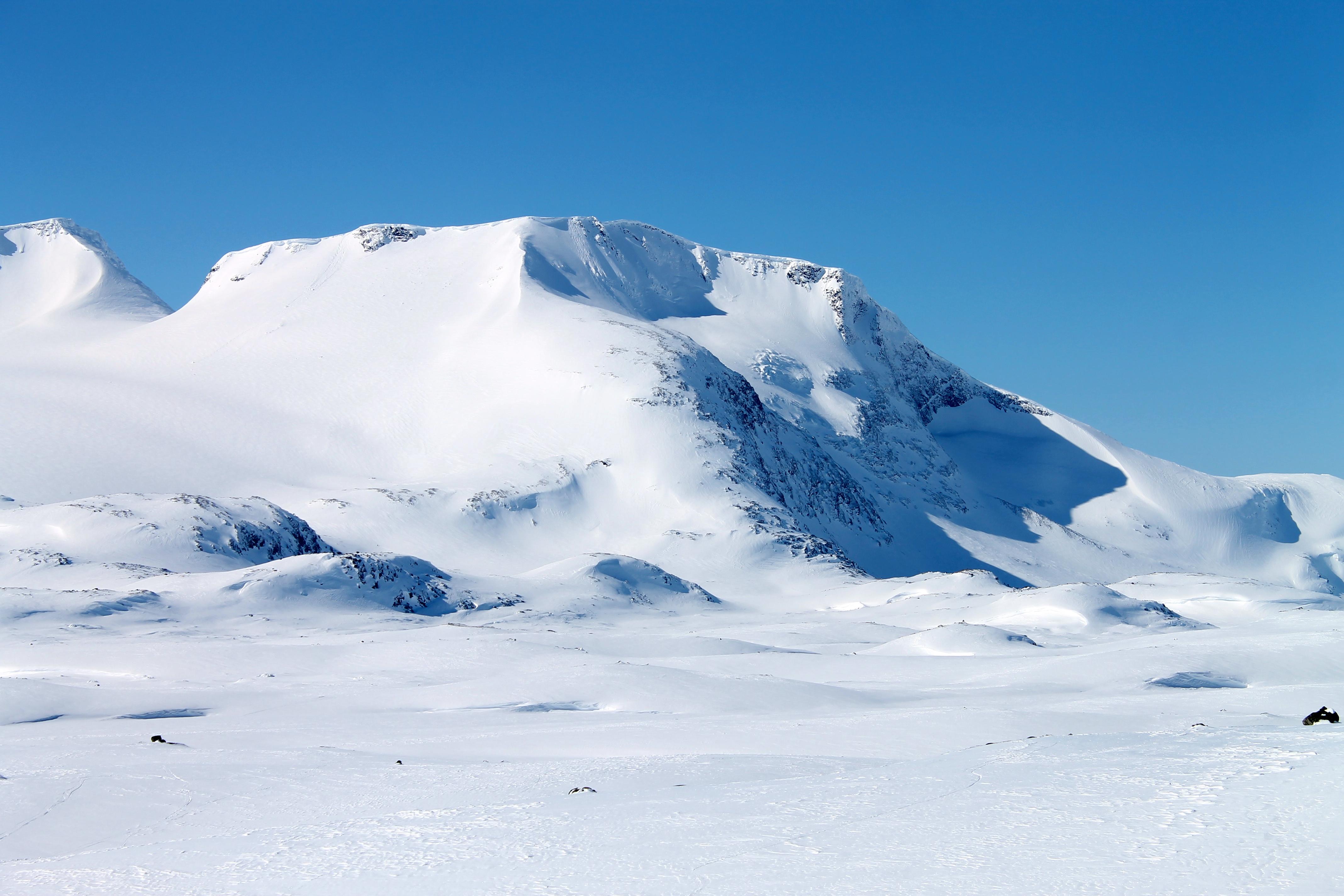 Den populære toppen Steindalsnosi sett fra Sognefjellet.