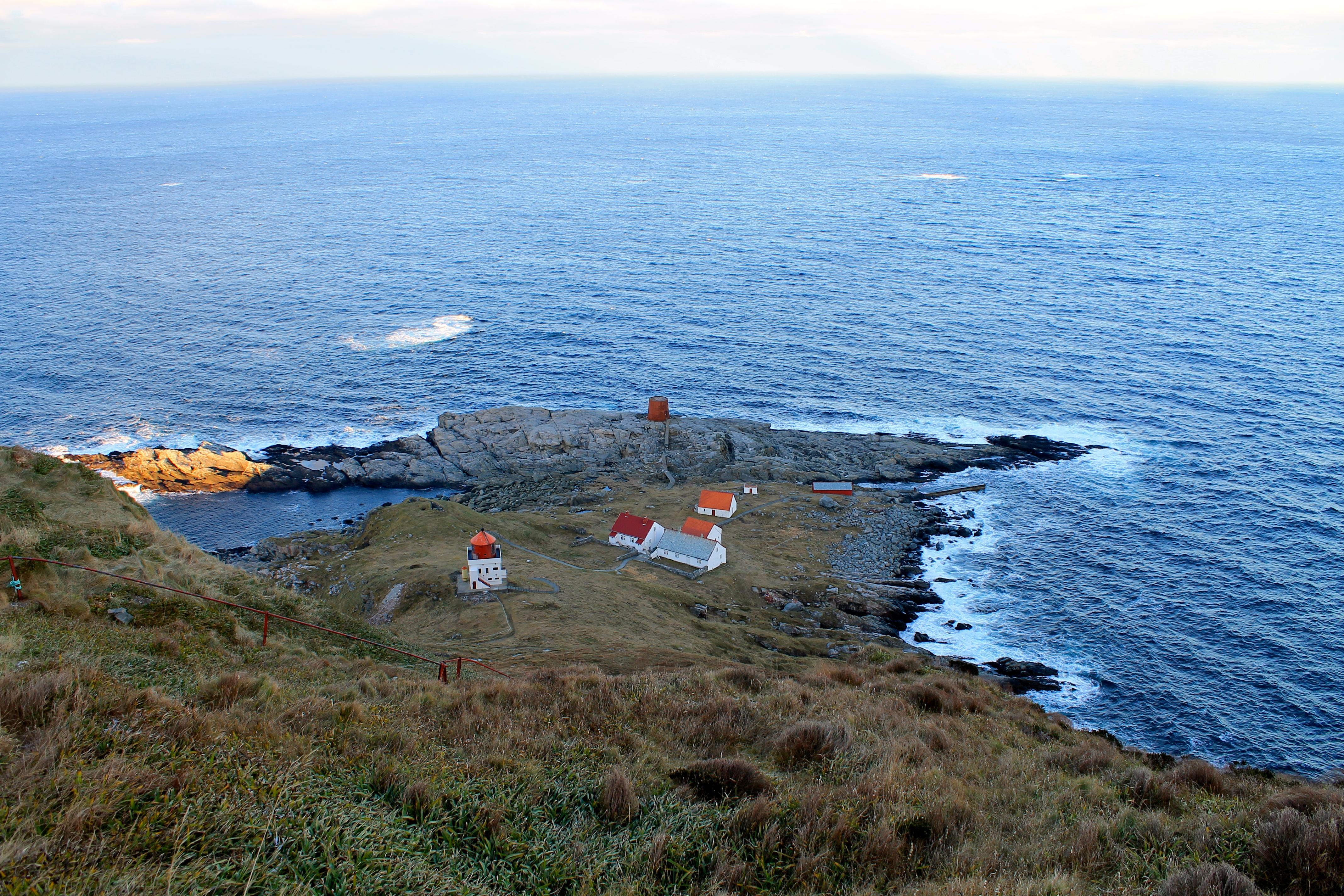 Runde Fyr er en selvbetjent turisthytte ytterst på fugleøya Runde.