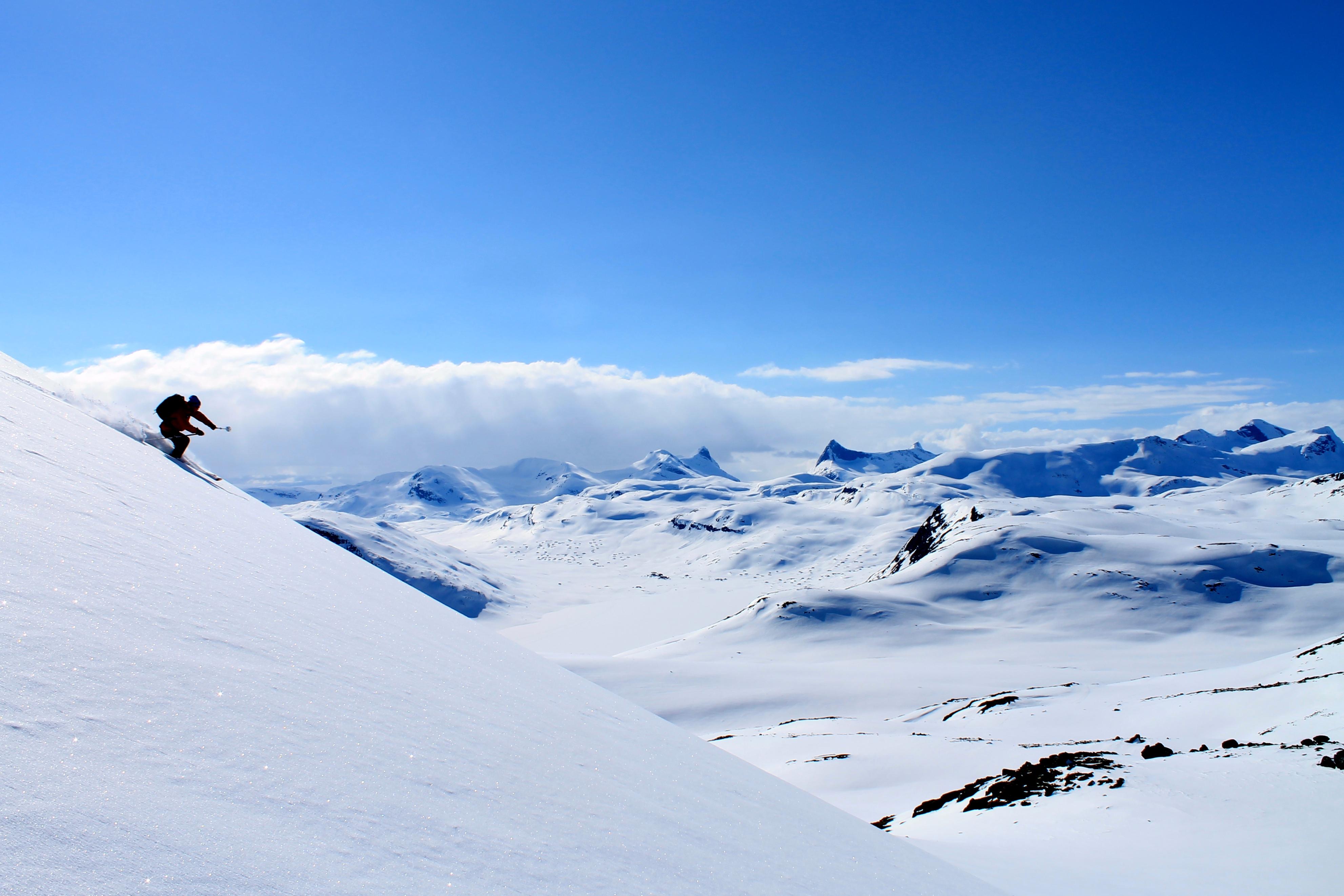 Det er mulighet for mange flotte toppturer på ski ved Eidsbugarden.