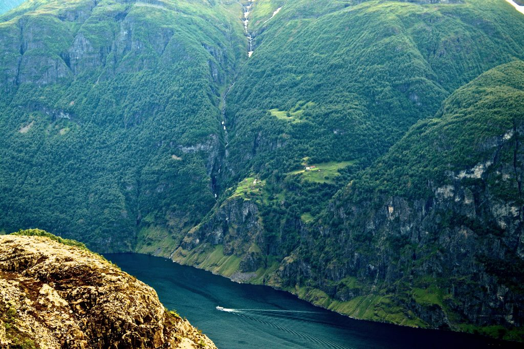 Utsikt over Aurlandsfjorden til Stigen gård.