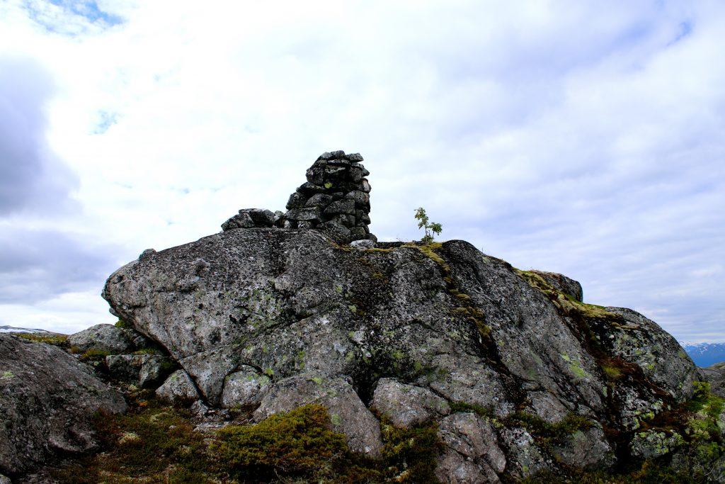 Varden ute på Kalvsnesnosi (1.093 moh).