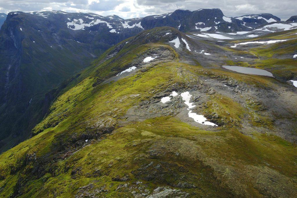 Rimstigfjellet med Bakkanosi og Rimstigbotnen til venstre.