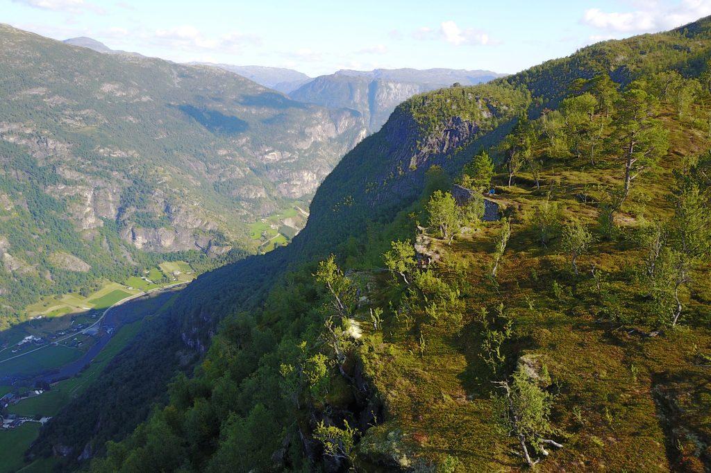 Berget (808 moh) ved Hovdungo i Aurland er et fint utsiktspunkt ned mot Aurlandsdalen, Aurlandsvangen og Aurlandsfjorden.