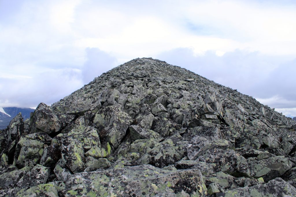Ryggen opp mot toppen av Veobreatinden.