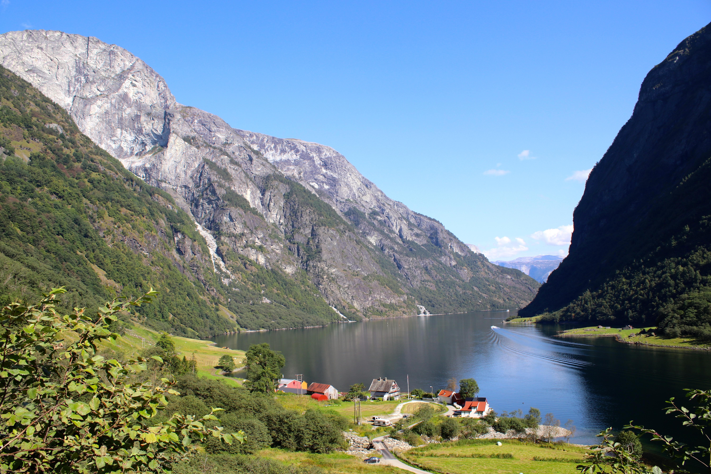 Turen opp Rimstigen begynner fra grenden Tufto ved Nærøyfjorden.