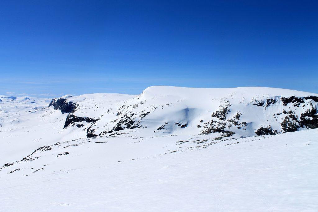 Hallingskarvet på langs fra Finse til Geilo er en av vårens flotteste skiturer.